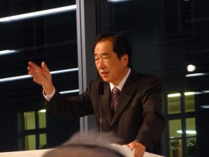 講演をする菅直人元首相 (撮影:矢嶋宰)