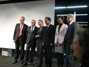 講演後、主催者、緑の党議員たちと。 会場はドイツ人、在ベルリン日本人などでほぼいっぱいであった。